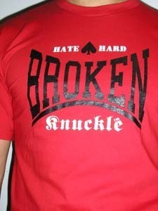 CAMISETA BROKEN KNUCKLE HATE ROJA CHICO