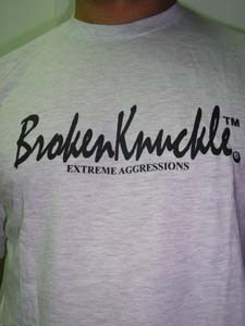 CAMISETA BROKEN KNUCKLE EXTREME AGRESSION BLANCA CHICO
