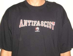 CAMISETA FIRE AND FLAMES ANTIFASCIST ALWAYS CHICO