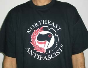 CAMISETA FIRE AND FLAMES NORTHEAST ANTIFASCIST CHICO